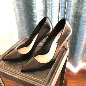 Black leather Zara pumps